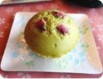 塩漬け桜と抹茶の蒸しケーキ